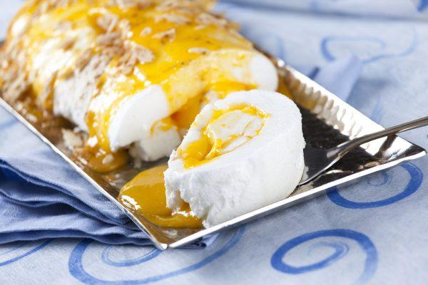 Torta de merengue com doce de ovos