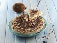 Semifrio com cobertura de chocolate e coco