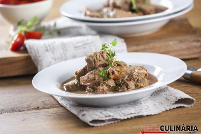 Carne de vaca estufada a portuguesa