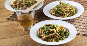 receita de esparguete com ervilhas e juliana de bacon