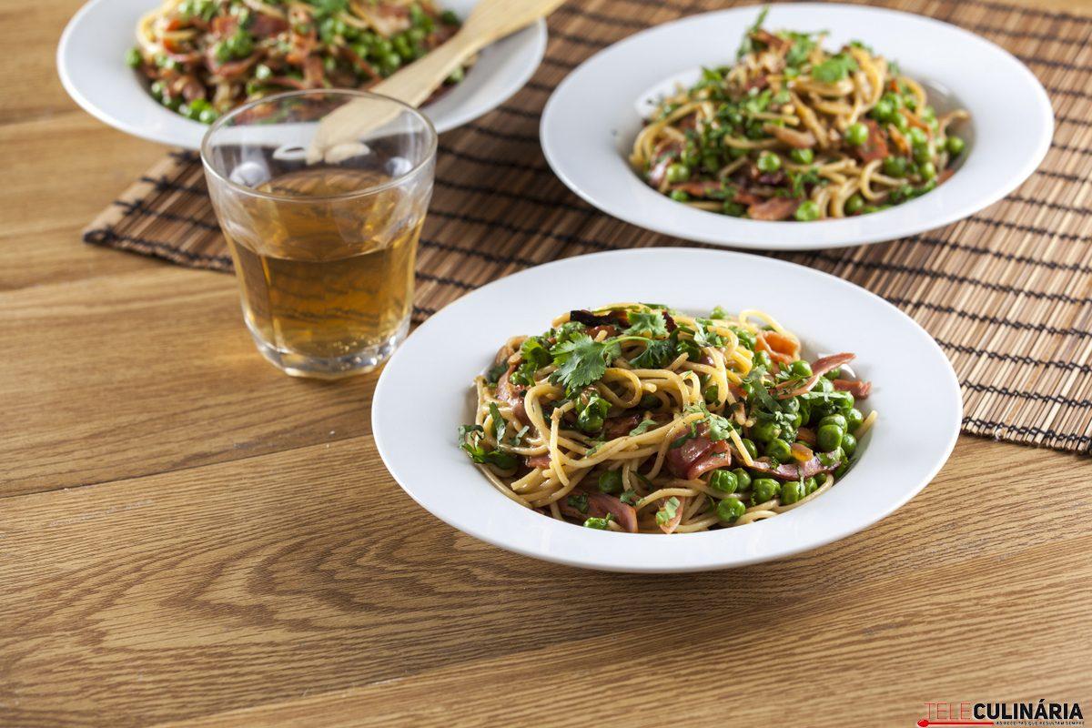 Esparguete com ervilhas e juliana de bacon CHFB 6