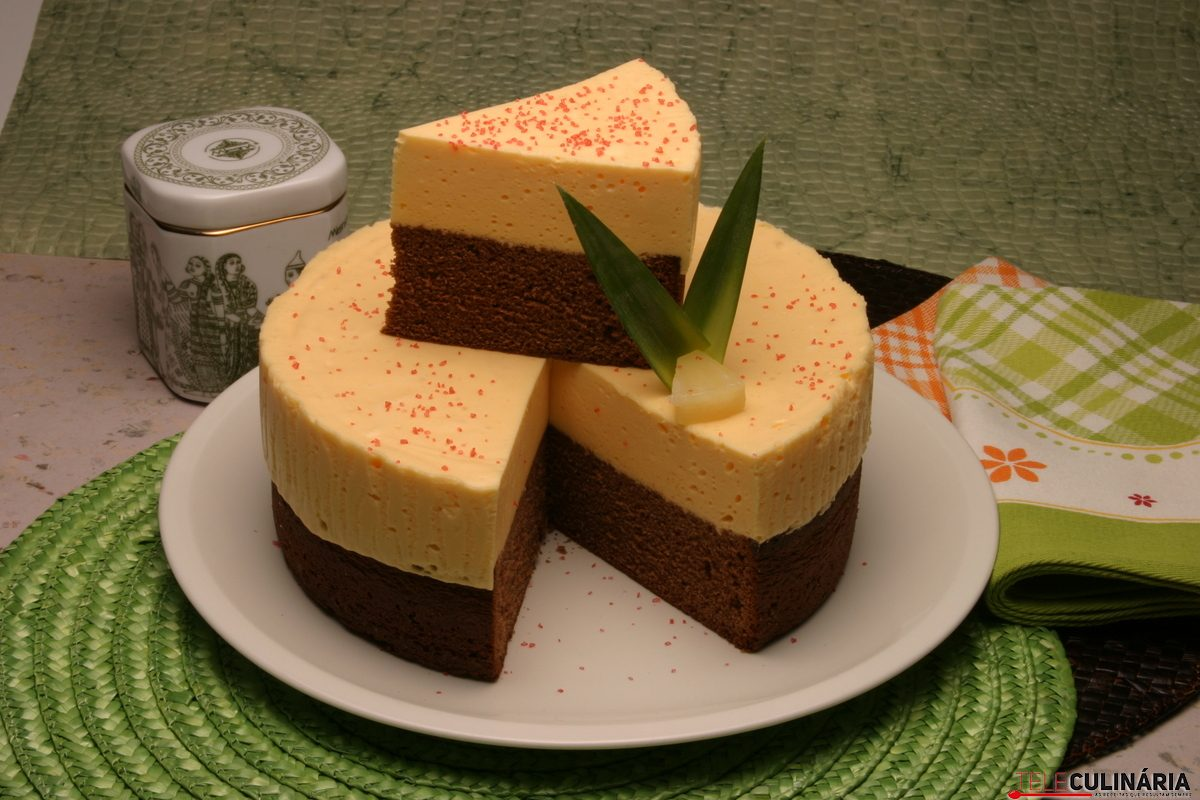 semifrio de chocolate com ananás