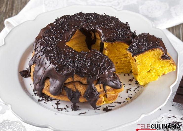 Bolo de abóbora com cobertura de chocolate