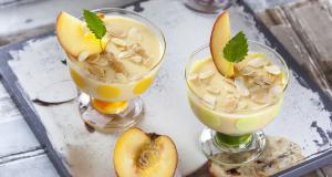 Creme de pêssego com iogurte e amêndoa