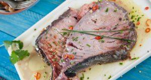 bifes de atum com salada de abacate