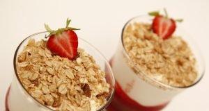 delícia fresca de iogurte com muesli