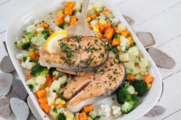 salmão corado com macedónia