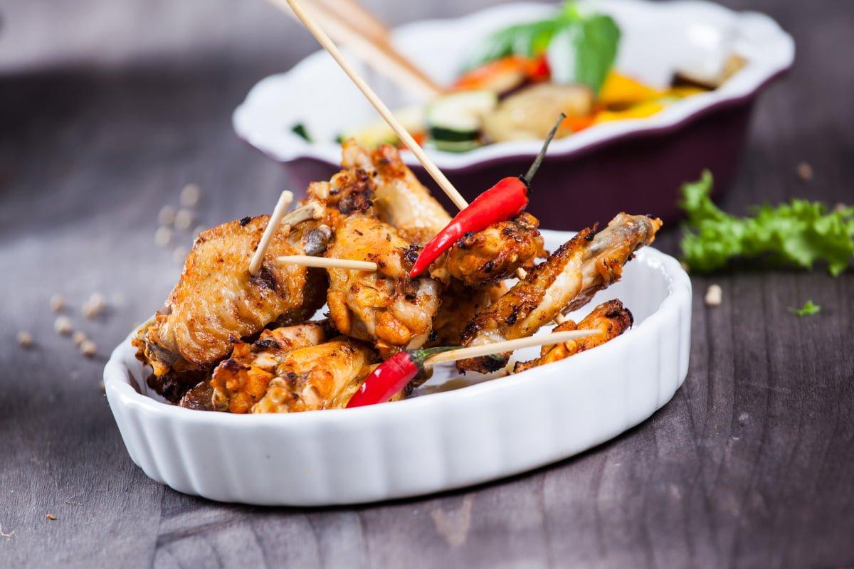 asinhas de frango de churrasco com salada de legumes 1