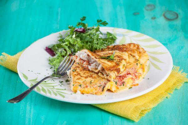 Omelete de peixe com tomate