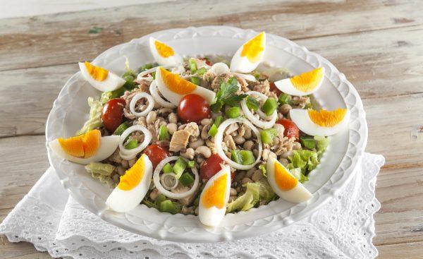 Salada de atum com feijão-frade