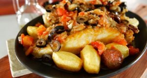 bacalhau com azeitonas e chouriço