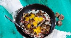 Cogumelos salteados com ovos de codorniz