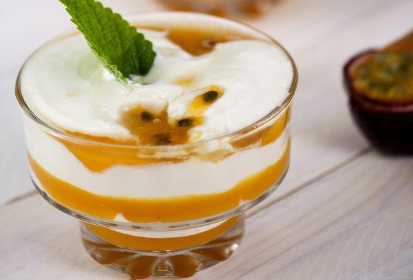 tacas de iogurte com manga e maracuja