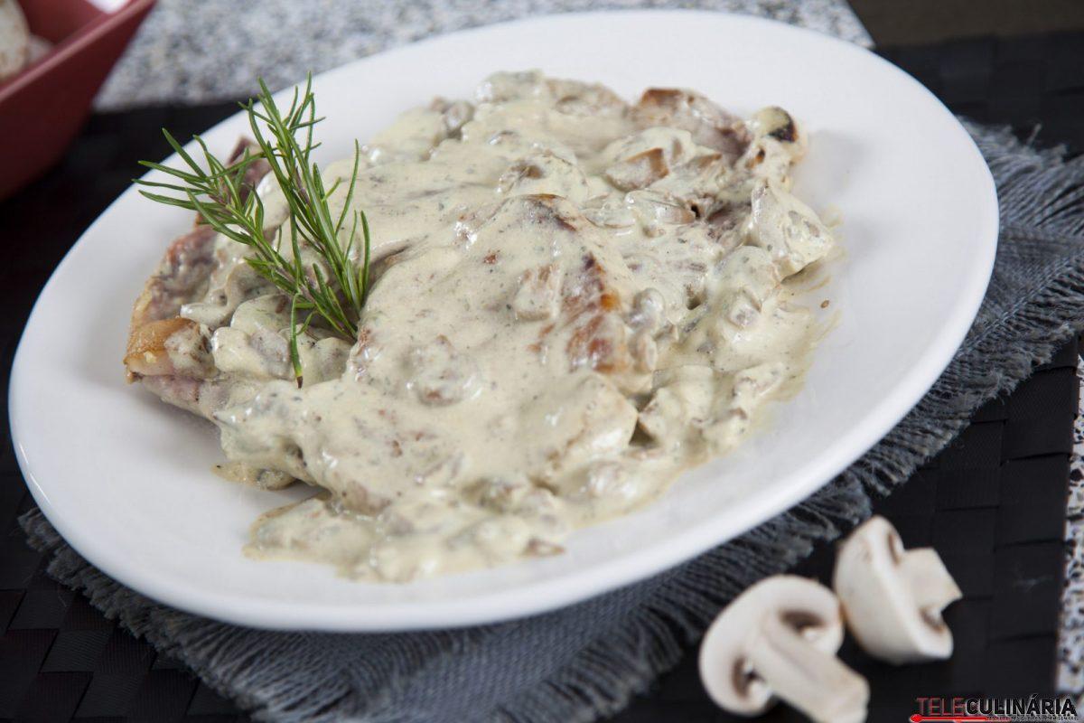 costeletas com cogumelos e molho de mostarda e1515420292885