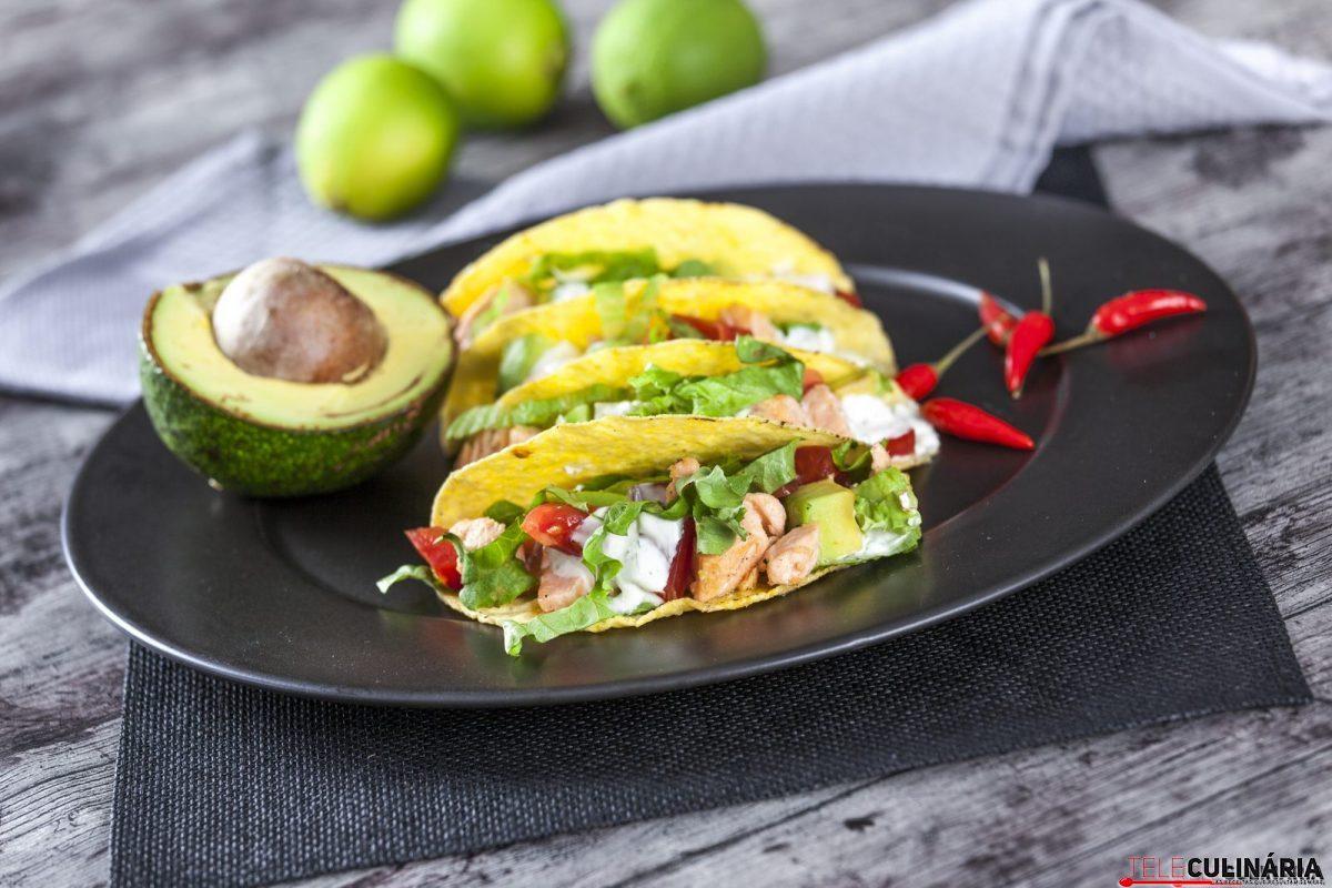 tacos de salmão e abacate