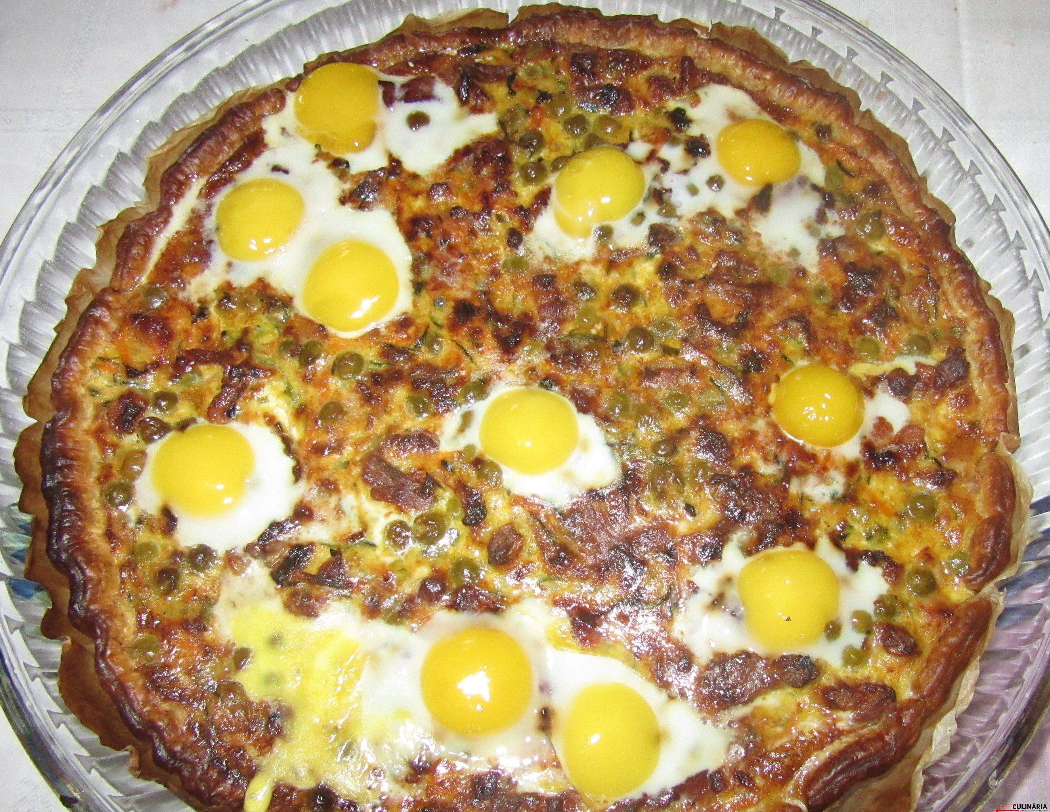 tarte de ervilhas com ovos escalfados