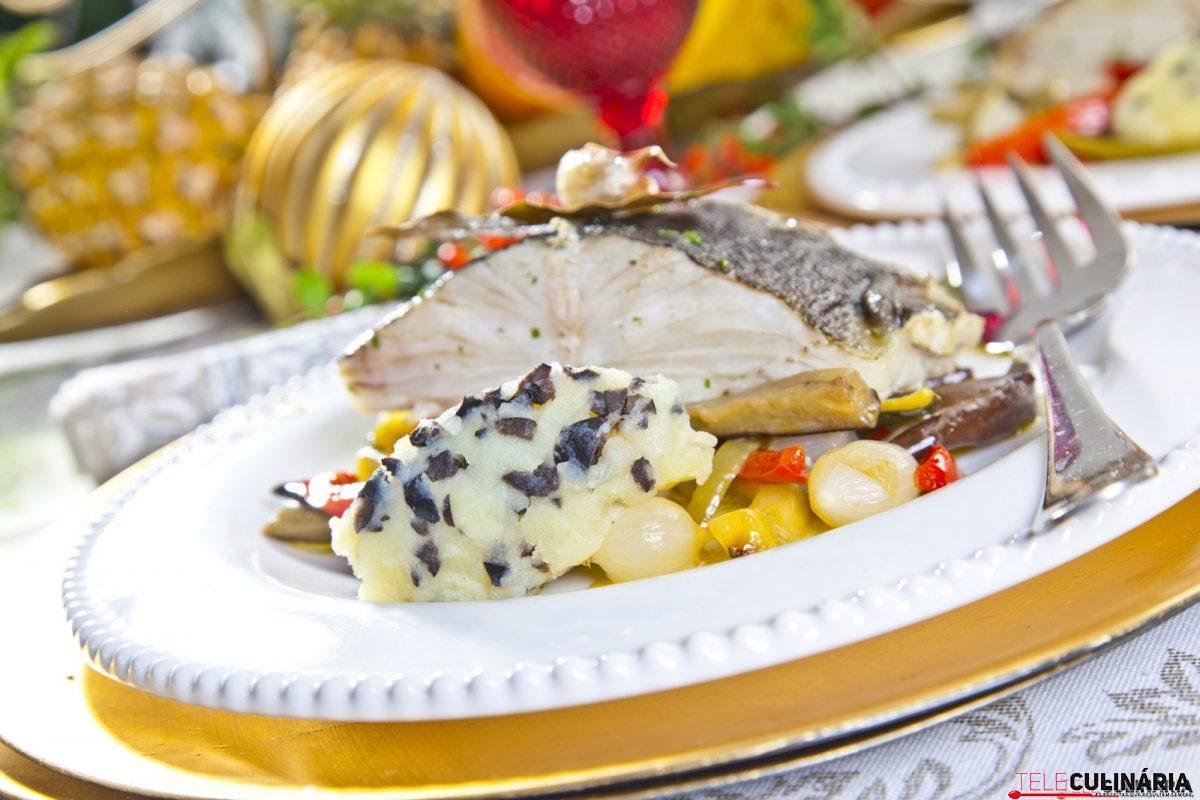 bacalhau assado em cama de legumes e esmagada de batata com azeitona e1515414631470