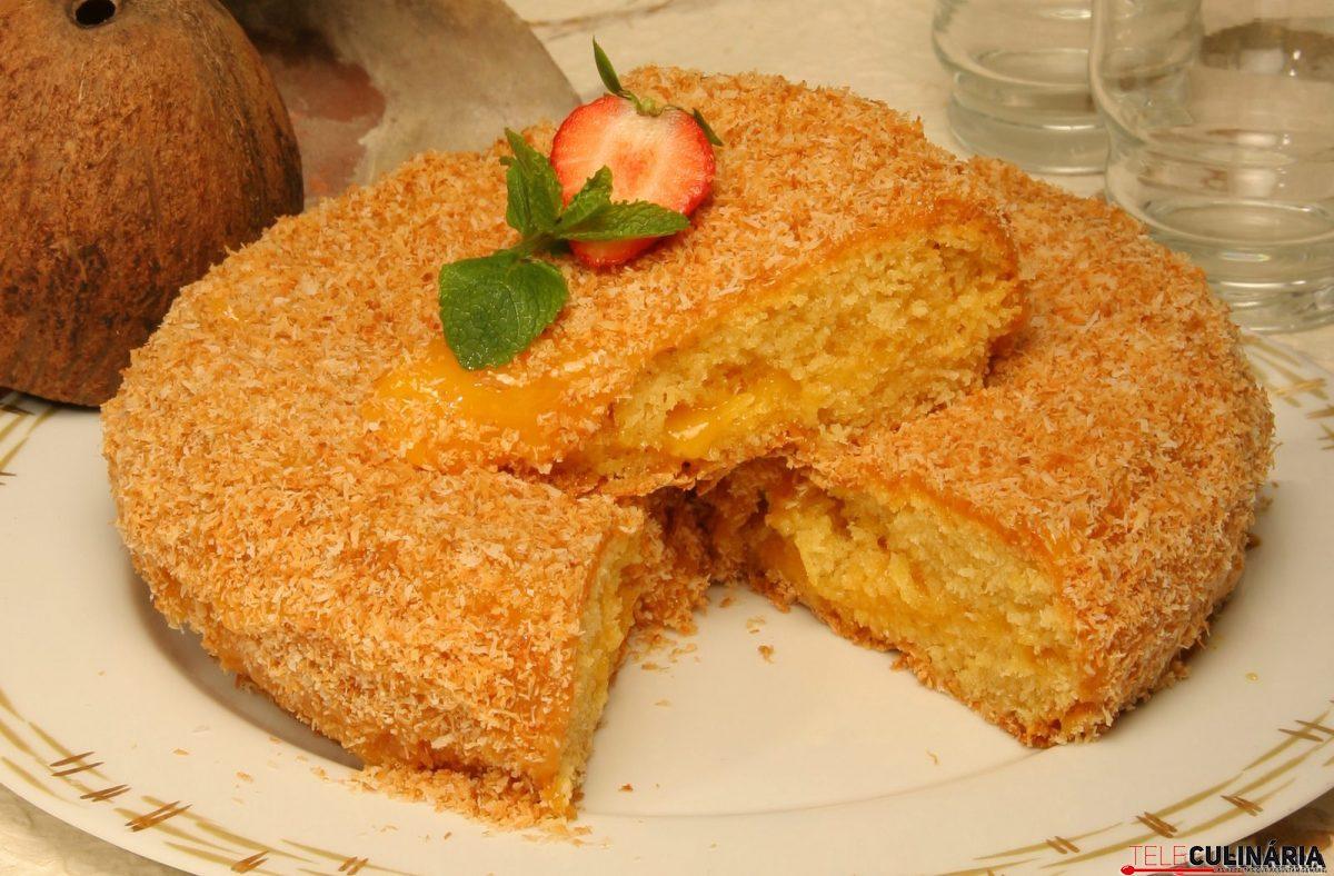 bolo de coco recheado com doce de ovos e1515415682846