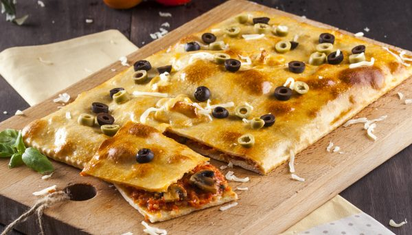 calzone retangular de queijo e cogumelos e1515415616541