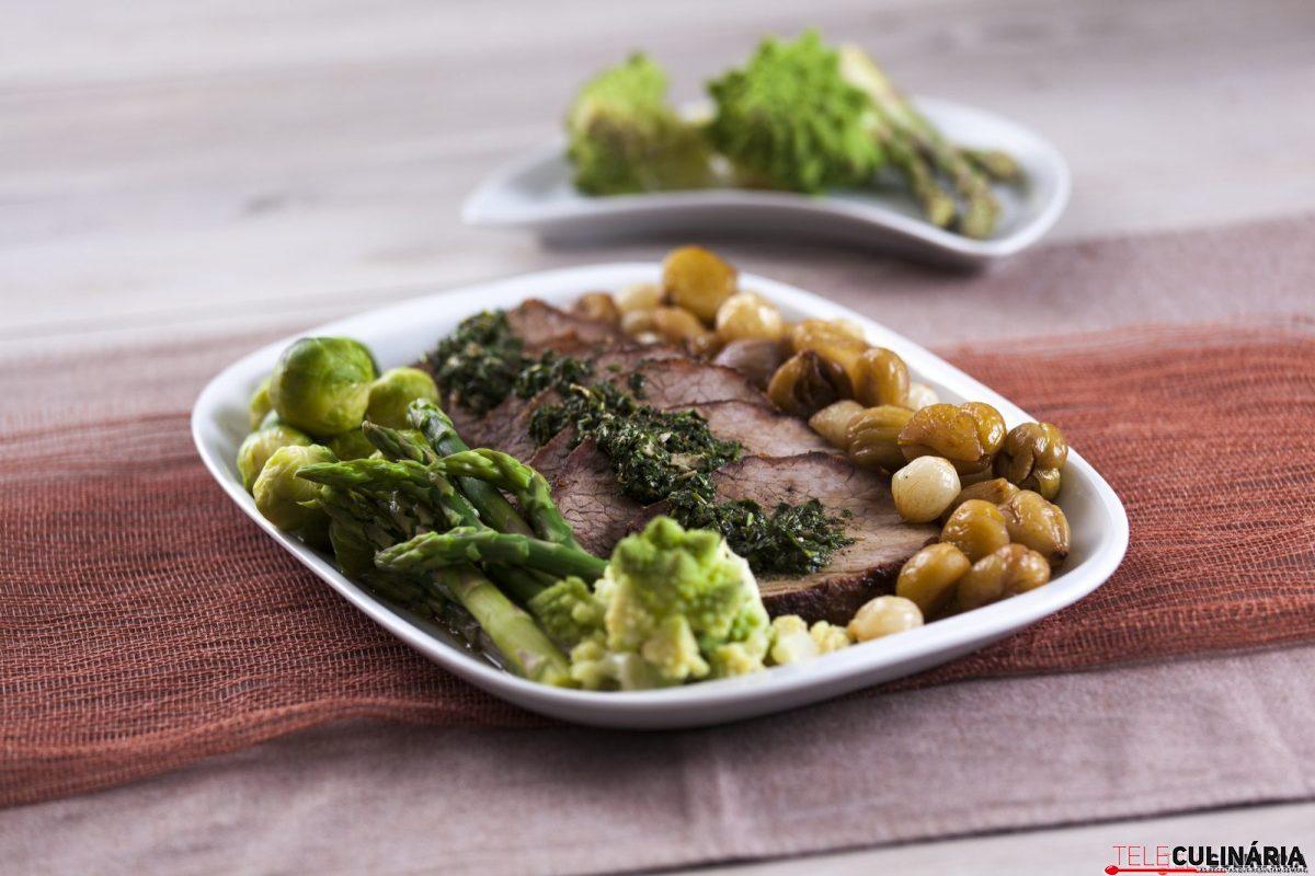 carne de vaca assada com legumes