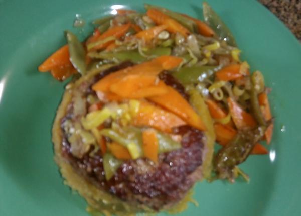 hambúrguer com pure de batata doce