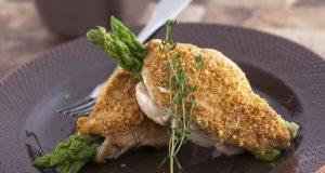 peitinhos de frango recheados com espargos