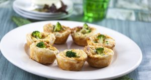 Mini quiches de brócolos e queijo de cabra