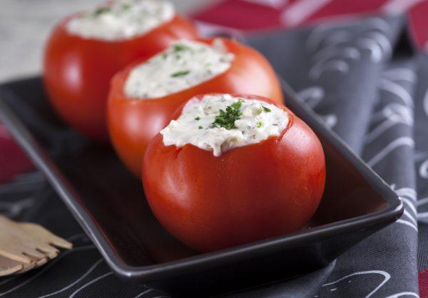 tomates recheados com camembert avelas e salsa e1515413261371