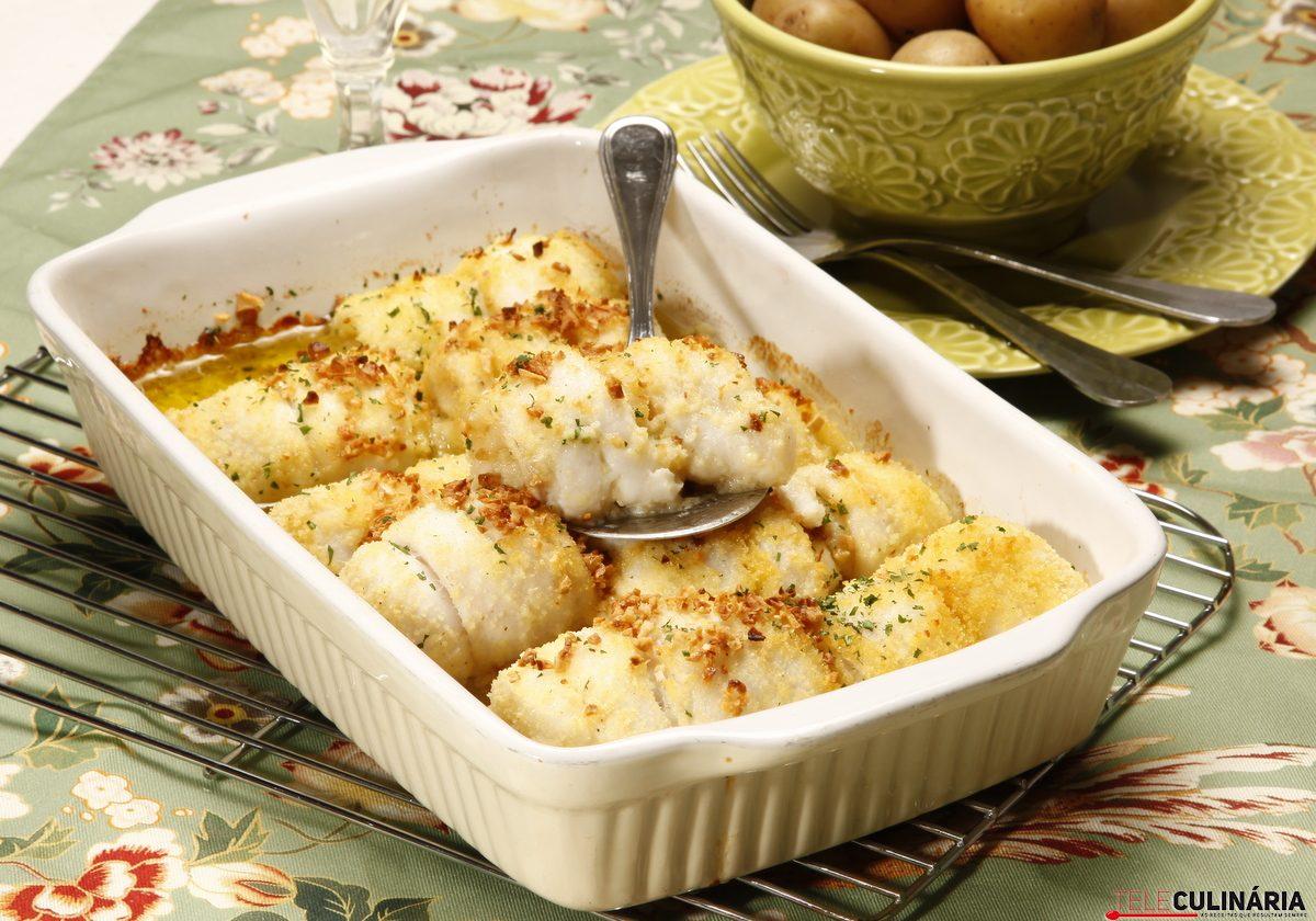 filetes de peixe espada com broa