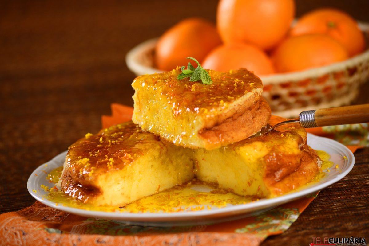 bolo com calda de laranja