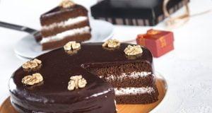 Bolo de chocolate com recheio de natas