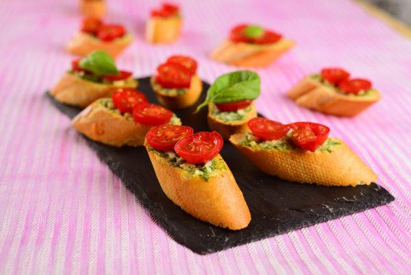 bruschettas de tomate e manjericao