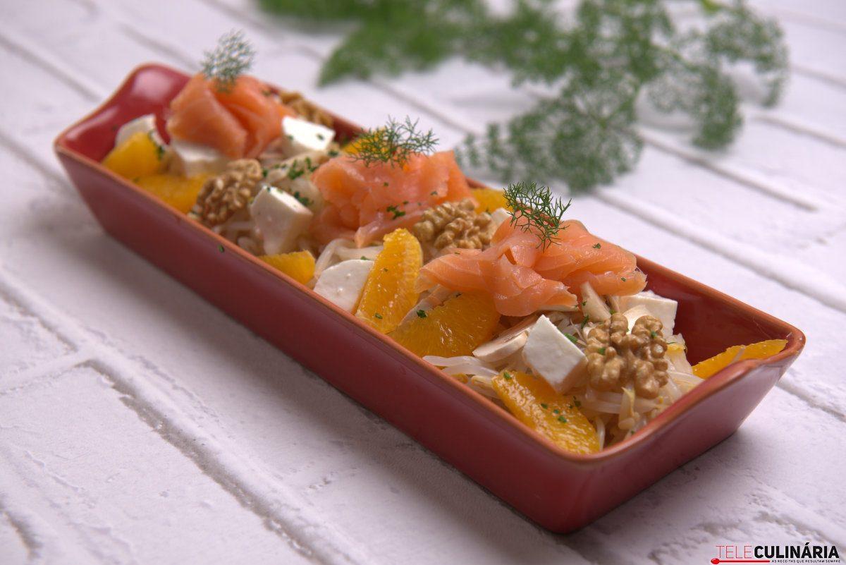 salada de rebentos de soja com salmao fumado