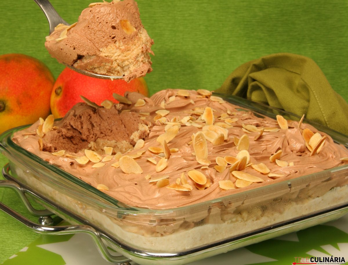 serradura com mousse de chocolate