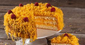 bolo recheado com fios de ovos