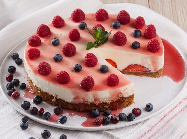 Cheesecake de framboesas e morangos