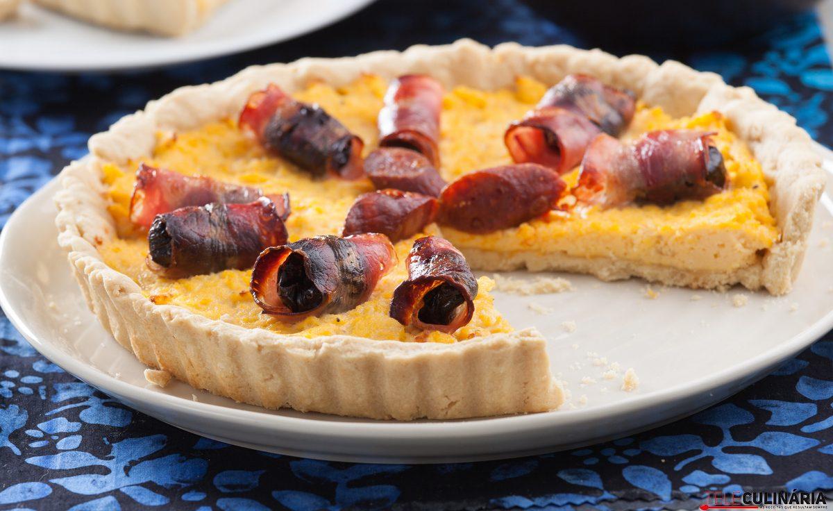 tarte de ovos mexidos com bacon e ameixas