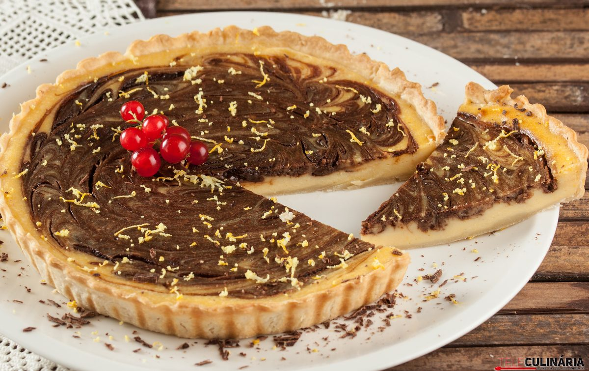 Tarte marmoreada de limão e chocolate