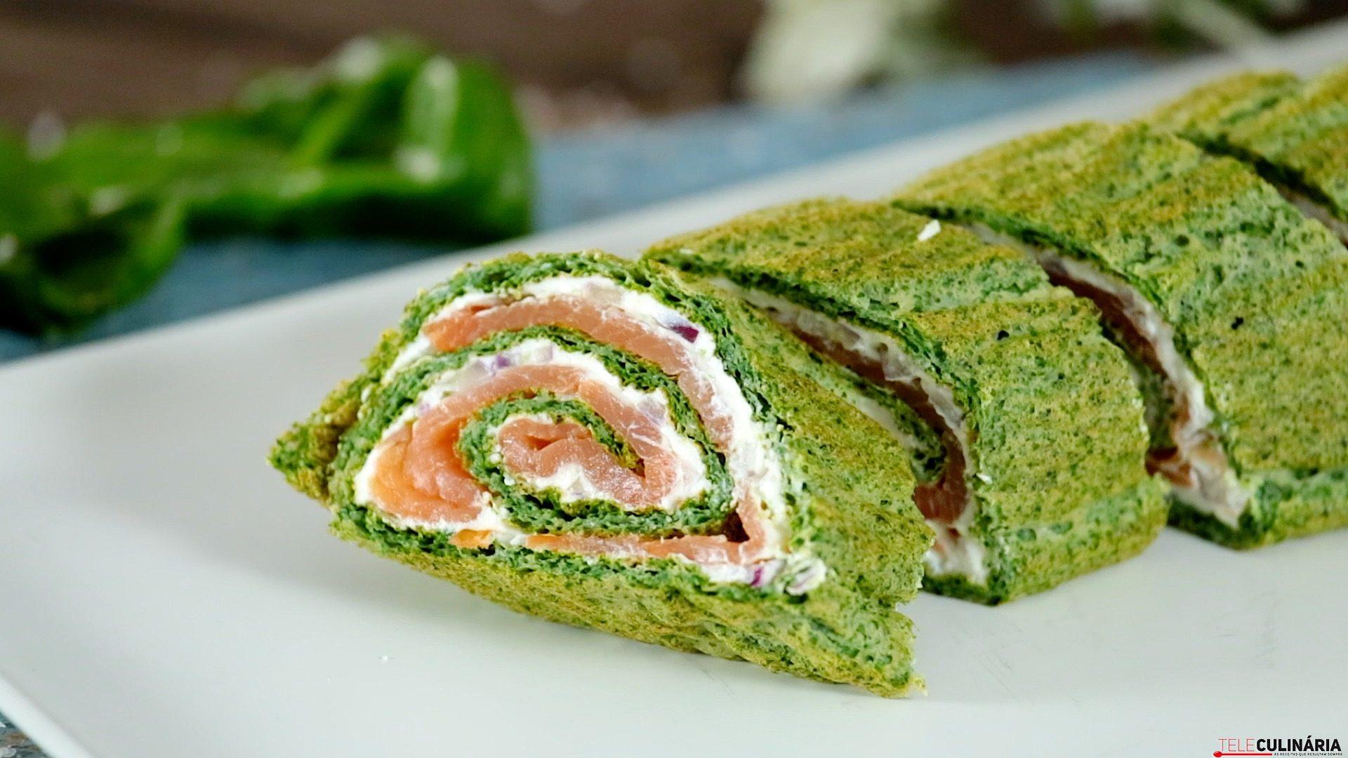 Rolo de salmão com espinafres
