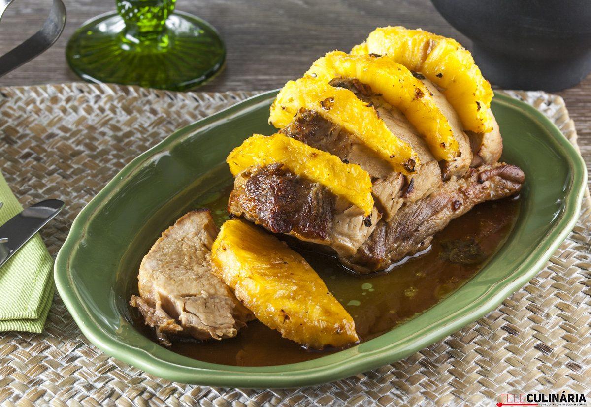Lombo de porco com ananás e manjericão
