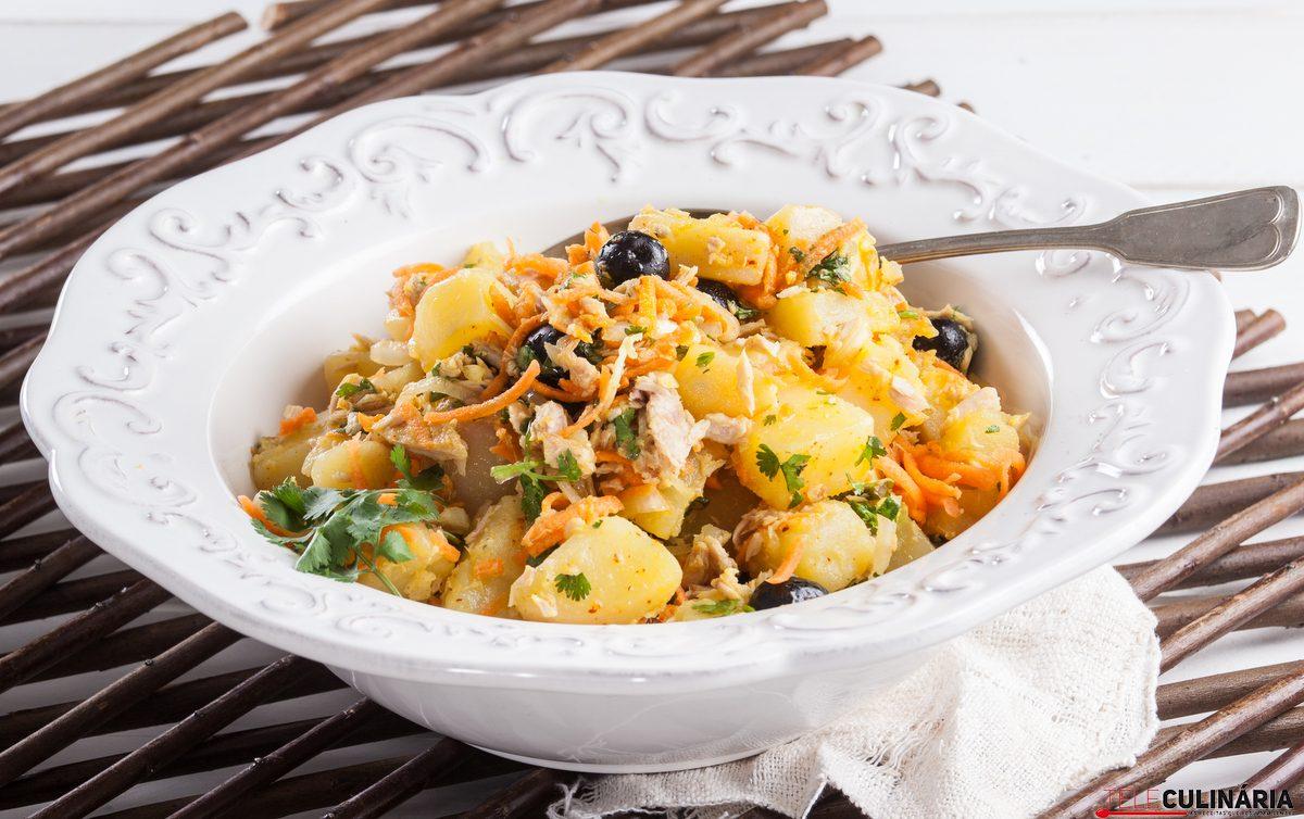salada de batata e atum