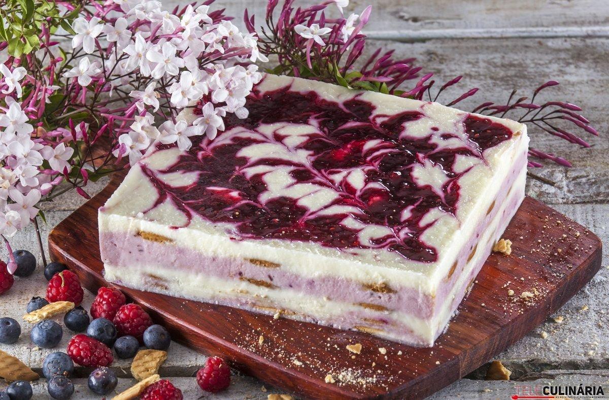 semifrio de iogurte e frutos vermelhos