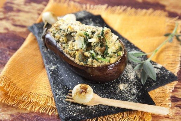 beringela recheada com bacalhau e espinafres