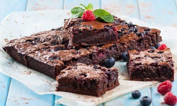 Brownies de chocolate e frutos vermelhos