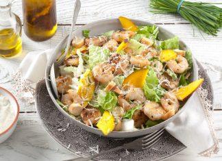 salada césar com camarão