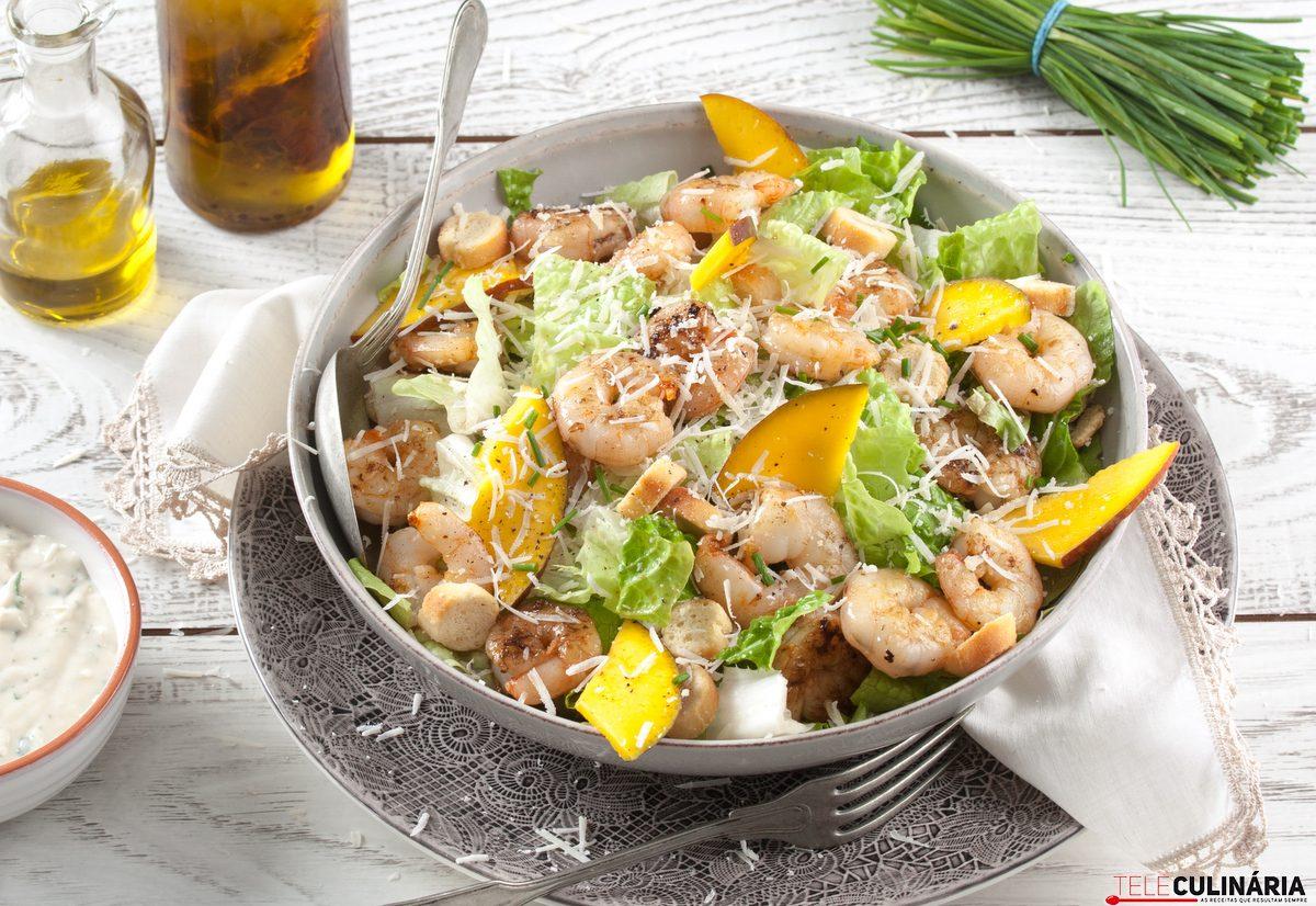 salada cesar com camarao