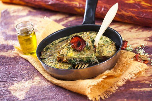 Tortilha de espinafres com tomate seco