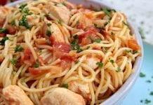 J0083 frango guisado com esparguete CHMM