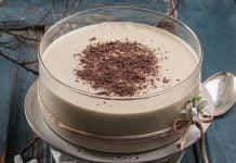 Mousse de chocolate branco e café (robot de cozinha)
