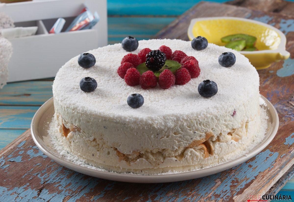 bolo gelado de coco com fruta